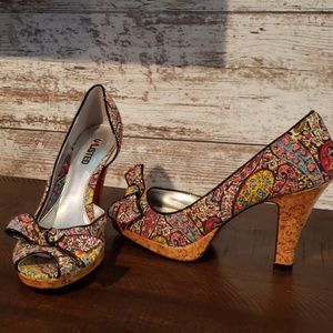Unlisted Kenneth Cole Floral Cork Heels Size 9